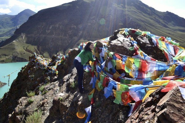 Hanging flags at Yamdrok Tso
