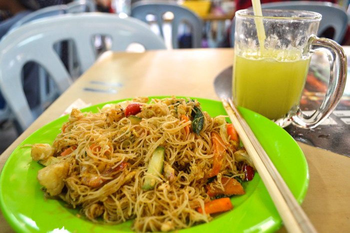 Fusion noodles and fresh juice in Chinatown