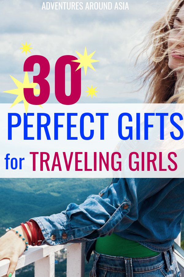 find the perfect gift for a girl who travels. Here's what to buy girl travelers this Christmas! #travelgear #travel #christmas #giftguide #giftsforgirls #travelblogger