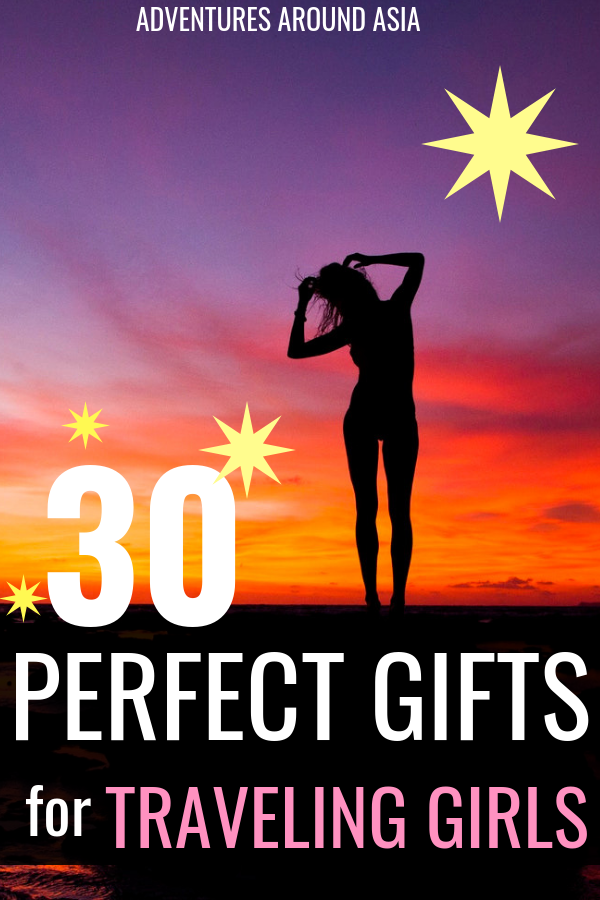 What do you buy a girl who travels? Here's what to get your girl traveler this Christmas! The absolute best gifts for girls who travel. #travel #giftguide #girlgifts #travelgifts #travelgear #Christmas #femaletravel